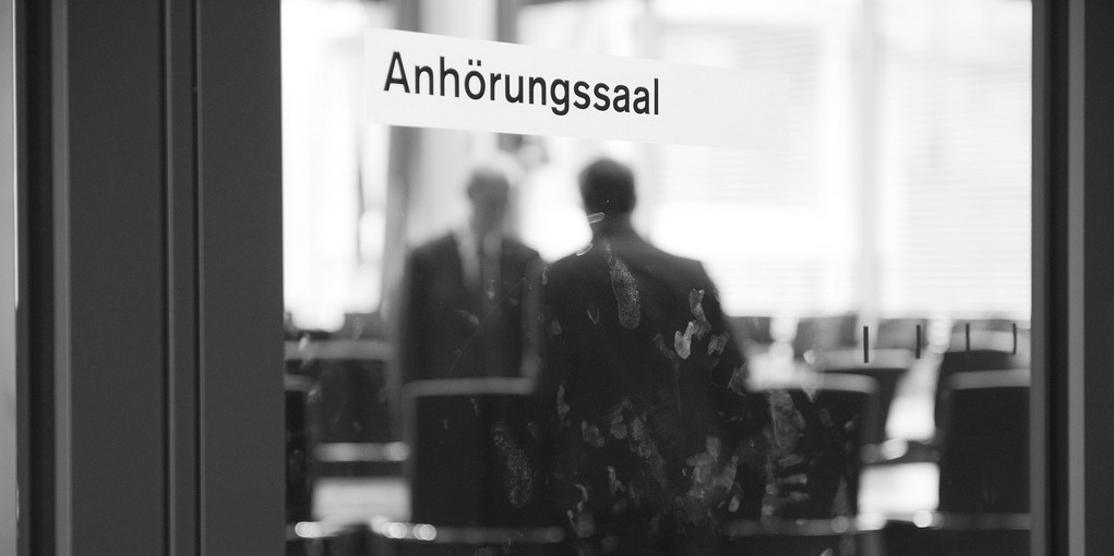 Anhörungssaal (Bild: Mehr Demokratie [CC BY-SA 2.0], via Flickr)