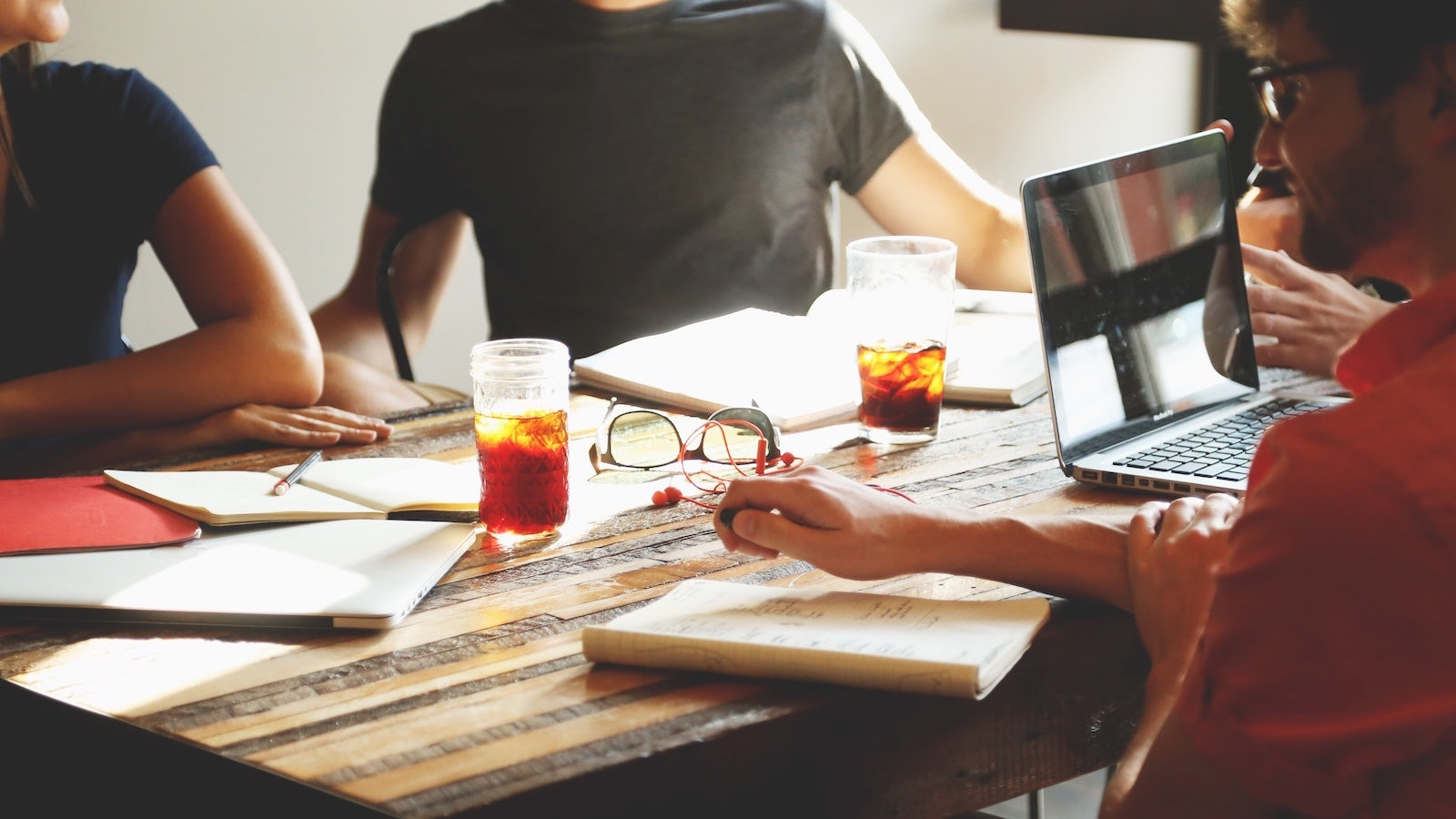 Meeting in a startup (Image: Startup Stock Photos from Pexels, C00 License)